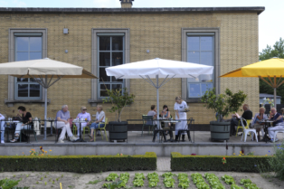 The terrace in the garden at Villa Augustus in Dordrecht